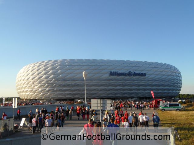 allianz arena fc bayern m nchen german football grounds. Black Bedroom Furniture Sets. Home Design Ideas